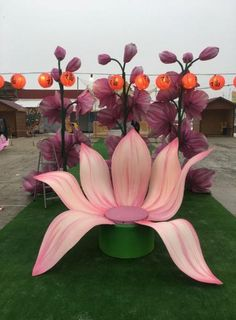 giant flowers , Big flower snowdrop, paper flowers, paper c Ganapati Decoration, Decoration Evenementielle, Stage Decorations, Flower Decorations, Wedding Decorations, Giant Paper Flowers, Big Flowers, Orchid Flowers, Flowers Garden