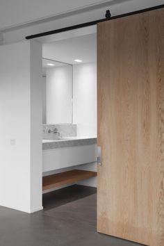 secret room or bathroom door?? - Peter Ivens sliding door | Antwerp