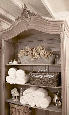 Shabby to Chic: Five Ways to Revamp and Modernize Your Shabby Chic Room - Sweet Home And Garden French Decor, French Country Decorating, Swedish Decor, Shabby Chic Homes, Shabby Chic Decor, Rustic Decor, Muebles Shabby Chic, Cottage Bath, Cottage Chic