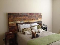 Pallet headboard designs are the creative and have functional element for your bedroom. The best thing is to it that it is easy and you can craft it by yourself. These pallet headboard ideas often show in various versions in the domestic or outside Pallet Beds, Diy Pallet Furniture, Rustic Furniture, Bedroom Furniture, Furniture Legs, Diy Bedroom, Homemade Headboards, Headboards For Beds, Pallet Headboards
