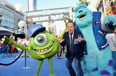 Monsters University Premiere: Mike and Sulley Greet Celebs on the Blue Carpet! Pixar Characters, Pixar Movies, Disney Movies, Disney Pixar, Walt Disney, Monsters Inc University, Mike And Sulley, Billy Crystal, Blue Carpet