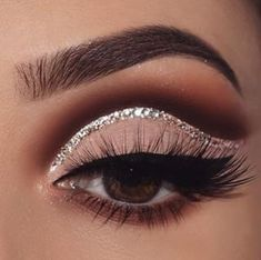 Gorgeous Makeup: Tips and Tricks With Eye Makeup and Eyeshadow – Makeup Design Ideas Black Eye Makeup, Dramatic Eye Makeup, Eye Makeup Steps, Makeup Eye Looks, Beautiful Eye Makeup, Eye Makeup Art, Simple Eye Makeup, Smokey Eye Makeup, Eyeshadow Makeup
