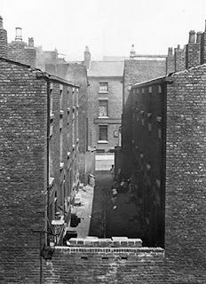 32 Court, Burlington Street - c 1900 Liverpool Life, Liverpool History, Liverpool England, Liverpool Street, Salford, Southport, Slums, Travel Memories, The Good Old Days