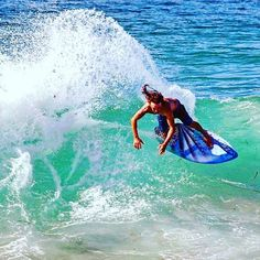 Shred like there's no tomorrow! Shoutout to our Sponsored Rider Alex for this awesome photo! Give him a follow if you haven't already @abevard90 and be sure to checkout some of our awesome gear at redrumintl.com  #redrumintl #redrum #skimboarding #diving #fishing #surfing #living #tropicallifestyle