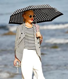 Gwen Stefani took extra, extra precautions to avoid any exposure to sunlight during a Memorial Day beach bash in Malibu May 27.