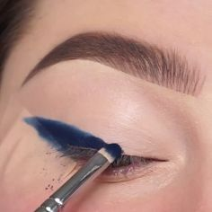 A splash of color on your feed from beauty and makeup stylist, Jessica-Rose Silicz. Here are eye makeup tutorials from Jessica-Rose's feed that I thought yo Eye Makeup Blue, Makeup Eye Looks, Eye Makeup Art, Colorful Eye Makeup, Smokey Eye Makeup, Eyeshadow Looks, Eyeshadow Makeup, Makeup Tips, Eyeliner
