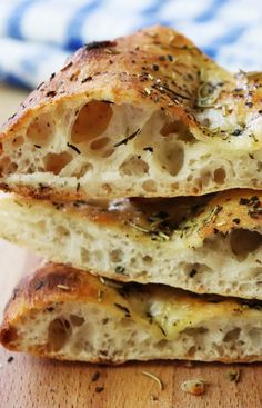 Easy Crispy Focaccia Recipe from Jenny Jones (Jenny Can Cook) – Ready in 90 minutes. Easy Crispy Focaccia Recipe from Jenny Jones (Jenny Can Cook) – Ready in 90 minutes. Italian Bread Recipes, Easy Bread Recipes, Banana Bread Recipes, Baking Recipes, Scd Recipes, Foccacia Recipe, Focaccia Bread Recipe, Focaccia Pizza, Homemade Focaccia Bread