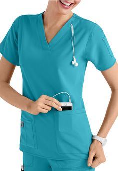 Carhartt Cross-Flex V-Neck Media Scrub Tops Cute Nursing Scrubs, Nursing Clothes, Healthcare Uniforms, Medical Uniforms, Scrub Suit Design, Scrubs Outfit, Lab Coats, Medical Scrubs, Scrub Pants