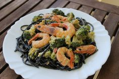 Linguine negre cu broccoli si creveti Linguine, Broccoli, Cooking Recipes, Vegetables, Food, Vegetable Recipes, Eten, Veggie Food