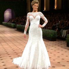 Vestido de noiva com mangas e rendas coleção J'adore 2015 Nova Noiva.