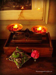 Balance ancienne et bougies