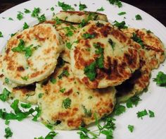 Slimming Syn Free Pan Fried Potato Cakes - Slimming World - Slimming - Healthy - Syn Free - Dinner - Breakfast - Recipes - Recipe - Recipe Idea - Fluffy, syn free, and delicious potato cakes for lunch, dinner or breakfast! Slimming World Dinners, Slimming World Breakfast, Slimming World Recipes Syn Free, Slimming Eats, Slimming World Lunch Ideas, Fried Potato Cakes, Pan Fried Potatoes, Healthy Breakfast Recipes, Healthy Recipes