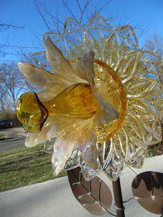 Glass garden flower, yard art, garden ornament, upcycled vintage glass, garden gifts,home decor,lavendar glass flower for staking,repurposed