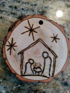 Christmas DIY: Rustic Manger wood b Rustic Manger wood burned Christmas ornament - natural wood Wood Slice Crafts, Wood Burning Crafts, Wood Burning Patterns, Wood Burning Art, Wood Crafts, Diy Wood, Rustic Wood, Wood Wood, Wooden Ornaments
