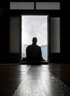 The Alchemist's Tao Te Ching: Transforming Your Lead Into Gold Zen Meditation, Meditation Rooms, Buddha Buddhism, Buddha Art, Buddhist Monk, Shaolin Kung Fu, In China, Meditation Pictures, Tao Te Ching