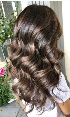 Fresh Chocolate Brown Hair Color Shades for Women in 2020 – Balayage Hair Brown Hair Color Shades, Brown Hair Colors, Hair Color Balayage, Ombre Hair, Chocolate Brown Hair Color, Bleached Hair, Light Brown Hair, Pretty Brown Hair, Brunette Hair
