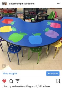 Most adorable kidney table ever courtesy of - Kindergarten Teacher 2020 Kindergarten Classroom Setup, Classroom Decor Themes, Classroom Setting, Classroom Design, Future Classroom, Classroom Organization, Classroom Ideas, Classroom Mailboxes, Classroom Stools