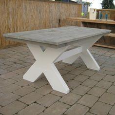 Steigerhout tafel met wit. De witte poten en greywash blad maken van tafel 'Leipzig' een ware blikvanger. www.rustikal.nl