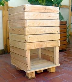 Garden Compost, Hydroponic Gardening, Palette Table, Wood Pencil Holder, Compost Tumbler, Build A Farmhouse Table, Vegetable Garden Design, Woodworking Bed, Growing Vegetables