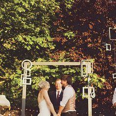 Picture frame ceremony arch #weddings #weddingdecor #vintage