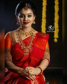 Kerala Hindu Bride, Bridal Sarees South Indian, Wedding Silk Saree, Indian Bridal Fashion, Asian Fashion, Women's Fashion, Fashion Outfits, Wedding Saree Blouse Designs, Half Saree Designs