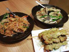 Thai Delight! (Pad Thai, Wet Noodles and Chicken Satay) ������ #thaifood #thaicuisine #spicy #padthai #satay #asianfood #asiancuisine #foodoftheday #food #foodie #foodporn #nomnomnom #tasty #hongkongfood http://w3food.com/ipost/1524546116748649648/?code=BUoRp2kgSSw