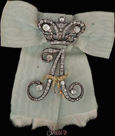The sign of a lady-in-waiting of Empress Alexandra Feodorovna (born Princess Charlotte of Prussia), with its original bow. Gold and diamonds. Alexandra Feodorovna, Victorian Jewelry, Antique Jewelry, Vintage Jewelry, Tsar Nicolas Ii, Court Dresses, Lady In Waiting, Royal Jewelry, Jewellery