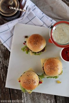 Verlockendes...: Mini Party Burger mit Gurken-Salsa und ein Dieb im Hause Verlockendes...