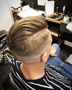 Coupe de cheveux pour hommes en tula