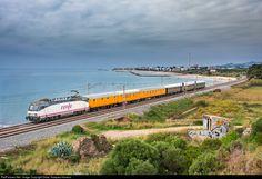 RailPictures.Net Photo: 022 Renfe 252 at Vilanova i la Geltrú, Spain by Didac Vazquez Herrera