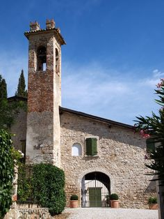 Beautiful Italian Villa available as a Wedding Venue in Lake Garda Lake Garda Wedding, Italian Villa, Marry Me, Wedding Venues, Dream Wedding, Italy, Weddings, Building, Travel