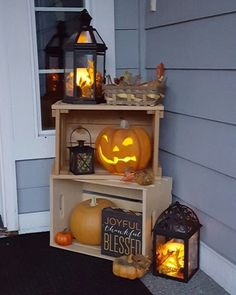 100 Cozy & Rustic Fall Front Porch decorating ideas to feel the yawning autumn midday wind . , 100 Cozy & Rustic Fall Front Porch decorating ideas to feel the yawning autumn midday wind and see the glowing red leaves slowly burning out. Halloween Veranda, Halloween Porch, Outdoor Halloween, Halloween Night, Spooky Halloween, Halloween Crafts, Apartment Decoration, Apartment Balcony Decorating, Apartment Design