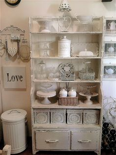 shabby chic kitchen designs – Shabby Chic Home Interiors Shabby Chic Farmhouse, Shabby, Shabby Chic Shelves, Kitchen Decor, Chic Home Decor, Home Decor, Shabby Cottage, Shabby Chic Room, Shabby Chic Furniture