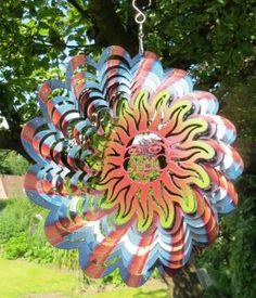 Das Windspiel Schimmernde Sonne https://www.norax.de/Gartendeko/Windspiele/