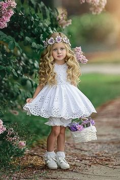 15 Incredible FLower Girl Wedding Dresses for a shinning look Little Girl Photos, Little Girl Models, Little Girl Outfits, Little Girl Fashion, Kids Outfits, Beautiful Little Girls, Cute Little Girls, Beautiful Children, Pretty Kids