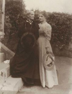 Julia Stephen and Stella Duckworth at Talland House, St Ives, Cornwall, Julia Jackson (Stephen) was Virginia Woolf's (Stephen) mother. Stella was Vanessa & Virginia's half-sister. Virginia Woolf, Clive Bell, Leonard Woolf, Dora Carrington, Julia Margaret Cameron, Duncan Grant, Vanessa Bell, Bloomsbury Group, St Ives