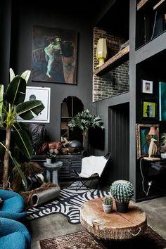 Abigail Ahern returns to Australia: grab your ticket, quick! - The Interiors Addict Design Studio, House Design, Design Design, Black Interior Design, Interior Modern, Kitchen Interior, Room Interior, Dark Living Rooms, Dark Home Decor