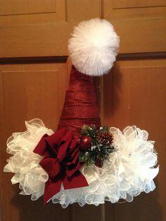 Santa Wreath, Christmas Door Wreaths, Christmas Door Decorations, Christmas Hat, Diy Wreath, Holiday Wreaths, Christmas Projects, Handmade Christmas, Holiday Crafts