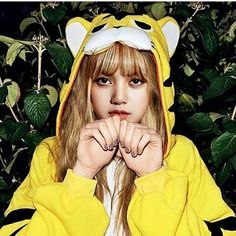 give more love to this crazy girl,who wants to kill me she is really niicce! Kpop Girl Groups, Korean Girl Groups, Kpop Girls, Jennie Lisa, Blackpink Lisa, K Pop, Black Pink Kpop, Unicorn Stickers, Park Chaeyoung