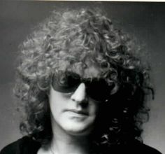 Ian Hunter (Born: June 1939 // Oswestry, Shropshire, United Kingdom) is a singer-songwriter who first gained fame as the lead singer of the English rock band Mott the Hoople. Ian Hunter, Mott The Hoople, All The Young Dudes, Hereford, Glam Rock, Great Bands, David Bowie, Rock Bands, Rock N Roll
