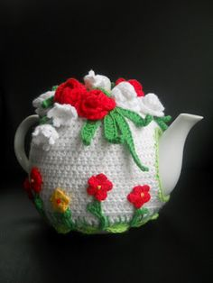 That's very sweet. Stitch Crochet, Crochet Cozy, Love Crochet, Crochet Crafts, Diy Crafts, Knitting Projects, Crochet Projects, Teapot Cover, Knitted Tea Cosies
