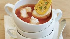 Rouille nennt man die Masse aus Knoblauch, Senf, Ei, eingeweichtem Brot,Tomatenmark, Zitronensaft, Safran und Pfeffer. Diese wird auf Baguette zur Suppe gegessen: Französische Fischsuppe (Bouillabaisse) mit Rouille   http://eatsmarter.de/rezepte/franzoesische-fischsuppe-bouillabaisse-mit-rouille
