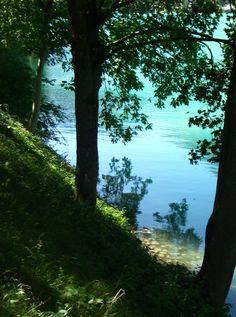 Entre o sono e o sonho /Entre mim e o que em mim /É o quem eu me suponho, /Corre um rio sem fim.   (Fernando Pessoa)