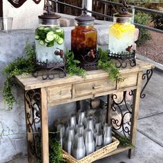 25 Creative Outdoor Wedding Drink Station and Bar Ideas - EmmaLovesWeddings - Deco Buffet, Buffet Hutch, Deco Champetre, Bridal Shower, Baby Shower, Outdoor Parties, Outdoor Entertaining, Outdoor Food, Outdoor Ideas