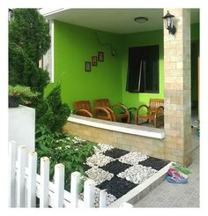 73 Minimalist Home Terrace Ideas with Minimalist Plant Garden. If your house is beneath the surface of the ground, you're going to be guarded by the dirt above you. House Plans, Home, Minimalist Home, Spring Porch Decor, House Interior, Modern Loft, Trendy Home, Modern Entrance, Minimalist House Design
