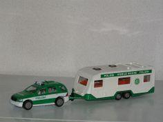 Siku 2311 Mercedes ML320 met caravan politie