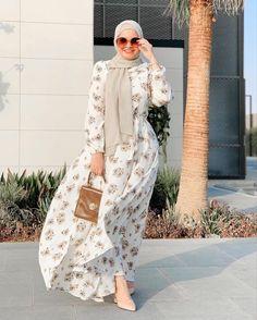 Hijab Fashion Summer, Modest Fashion Hijab, Modern Hijab Fashion, Muslim Women Fashion, Hijab Fashion Inspiration, Fashion Outfits, Mode Hijab, Classy Outfits, Henna