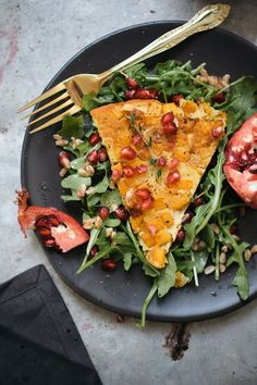 An easy vegetarian weeknight recipe! Farinata is a rustic bread made out of chickpea flour and this version is loaded with butternut squash and pomegranates. A protein-rich vegan recipe perfect for anytime of the day. // Butternut Squash Farinata Recipe from Vegetarian 'Ventures