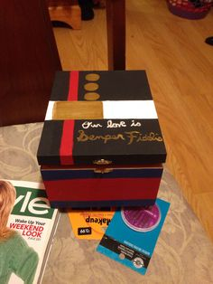 I decided to make a letter box or a memory box to put all my letters and pictures and drawings, used an old cigar box and painted it. Super easy and I love it