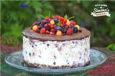 Tort cu crema de branza si fructe de padure Stevia, Some Fun, Food For Thought, Cheesecake, Sweets, Desserts, Thoughts, Kitchen, Baking Center